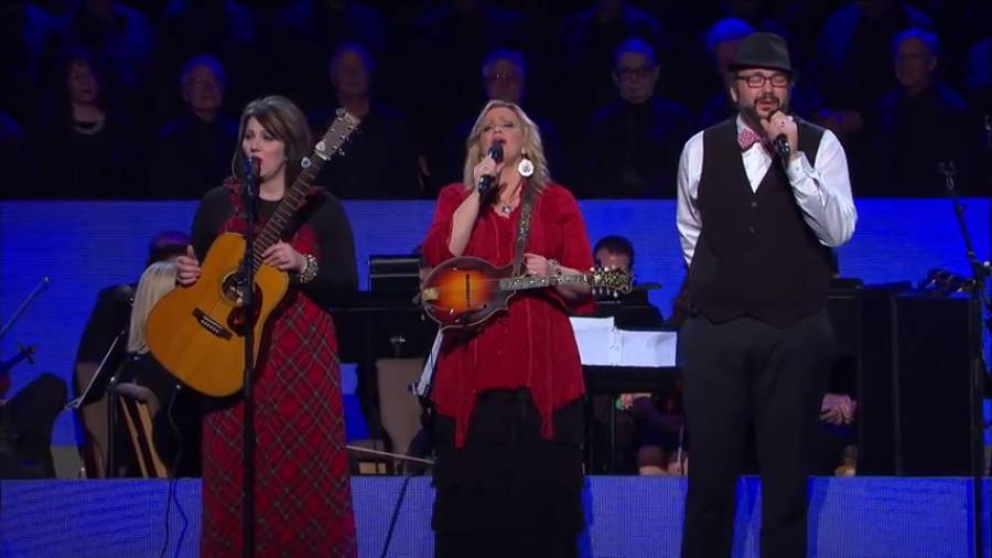 """The Isaacs sing """"Away in a Manger"""""""