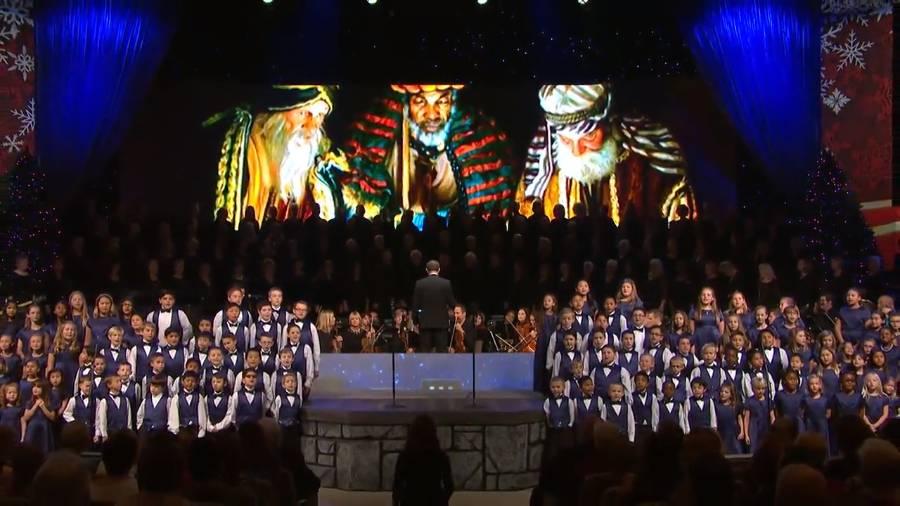 SMCC Choir/Orchestra with children sing carols